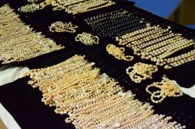 Pearls_necklaces